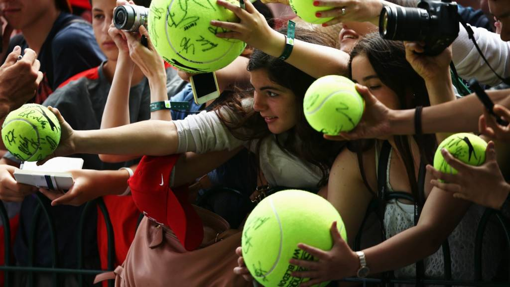Fans hold out balls