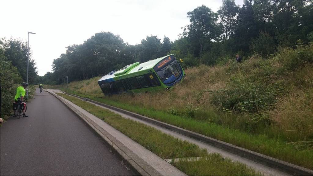 Cambridge guided bus off tracks