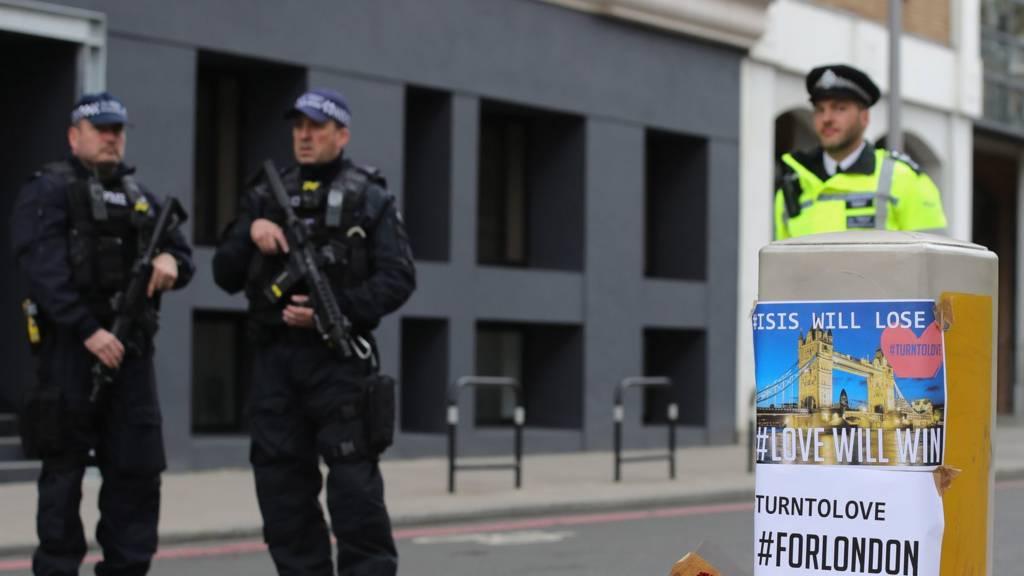Полиция и цветы