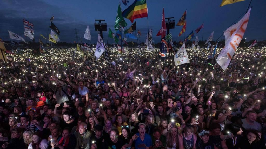 Crowd watching Ed Sheeran