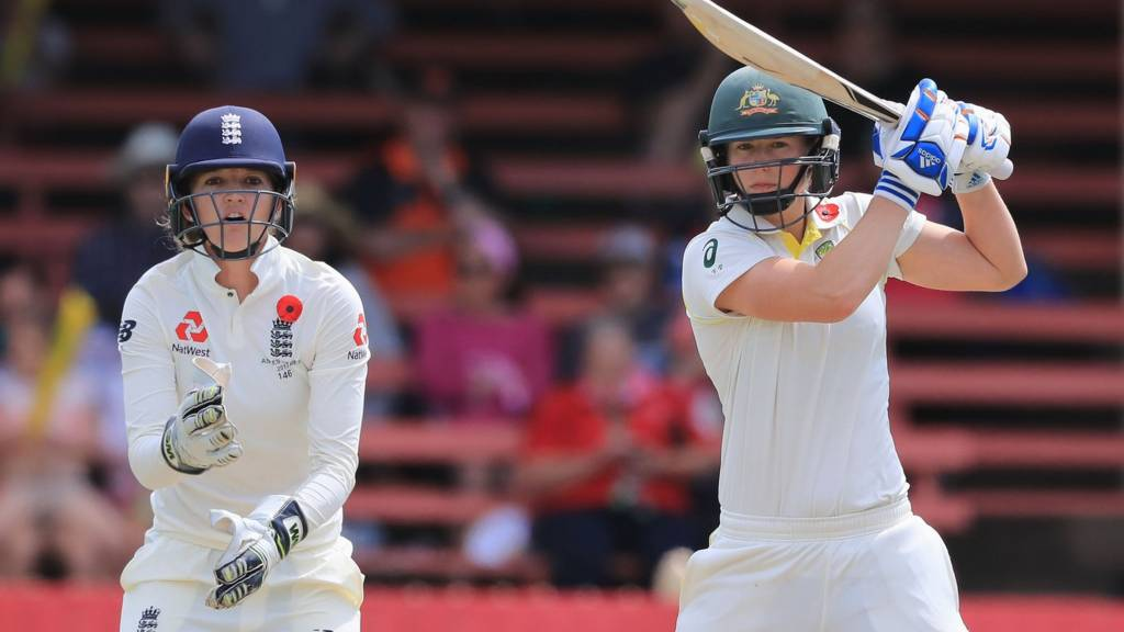 Sarah Taylor and Ellyse Perry