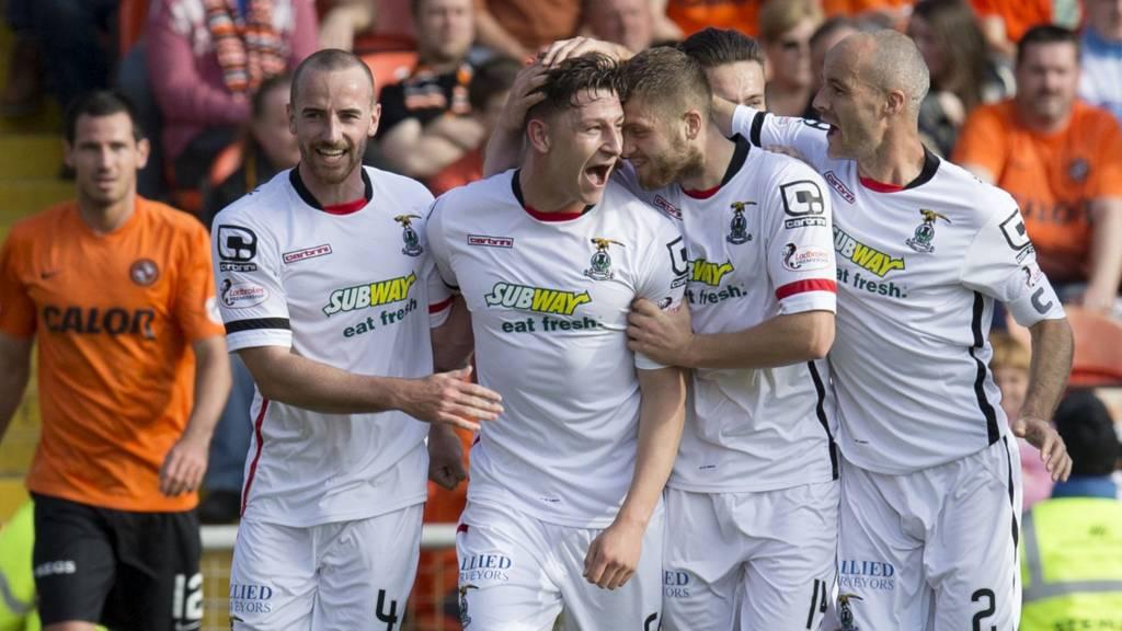 Inverness CT celebrate Josh Meekings' goal