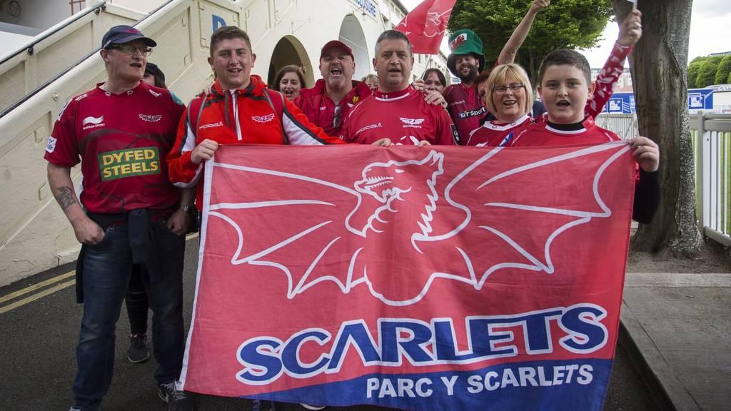 Scarlets fans