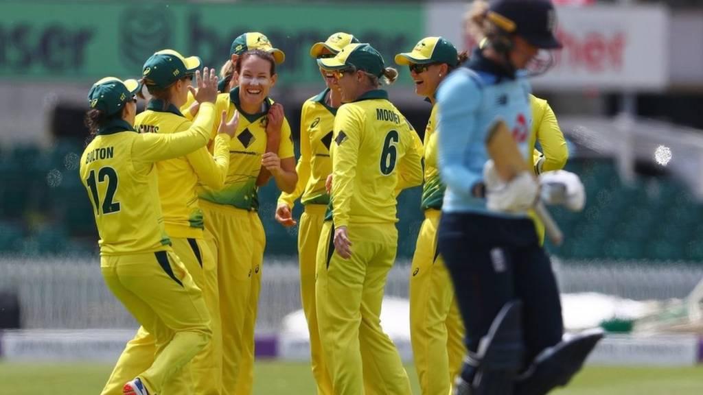 Australia celebrate Sarah Taylor's wicket