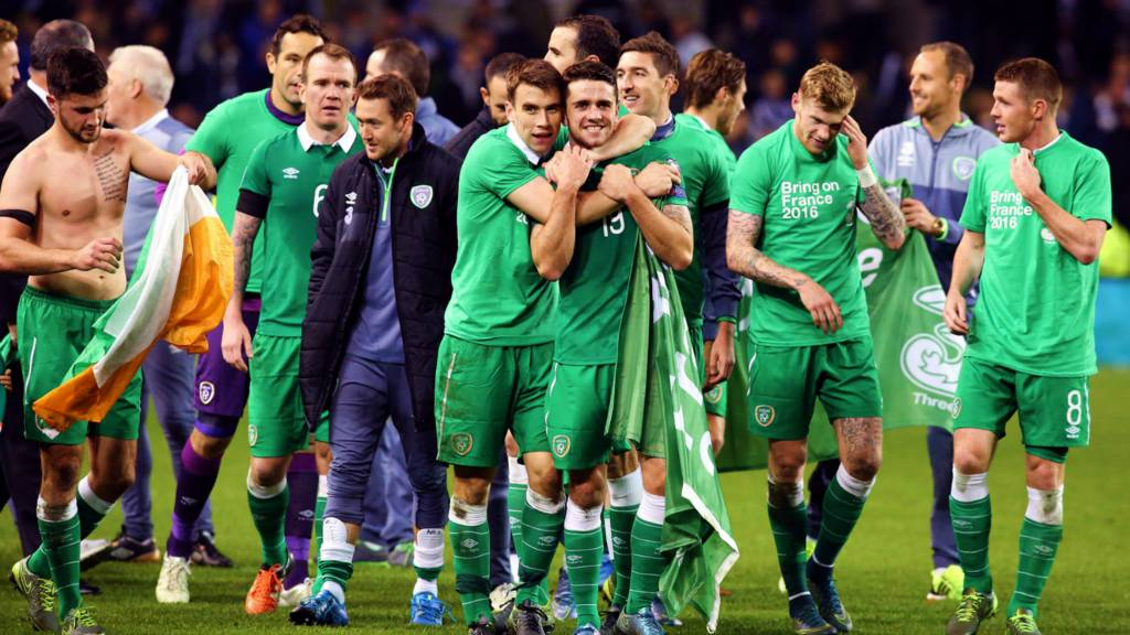 Republic of Ireland celebrate qualifying for Euro 2016
