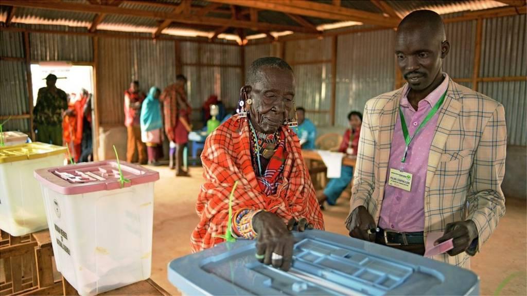 Old woman wey wan vote for Kenya