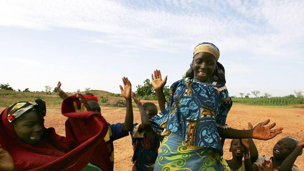 Women in Niger dancing