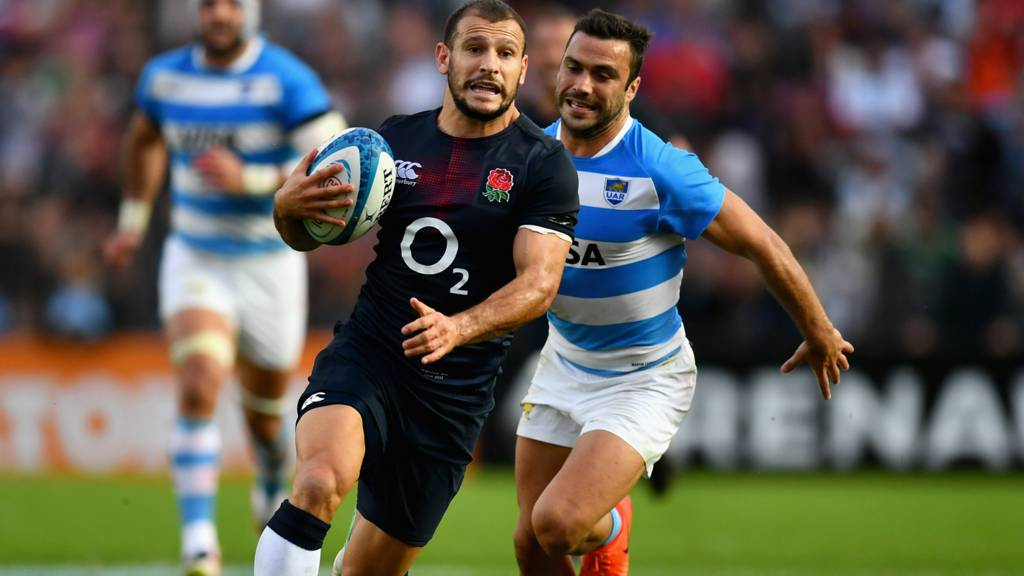 Danny Care runs with the ball