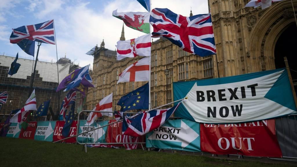 MPs back Brexit deal delay