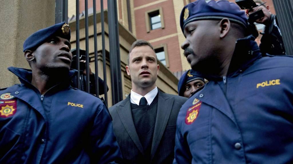 Oscar Pistorius standing between two policemen - June 2016