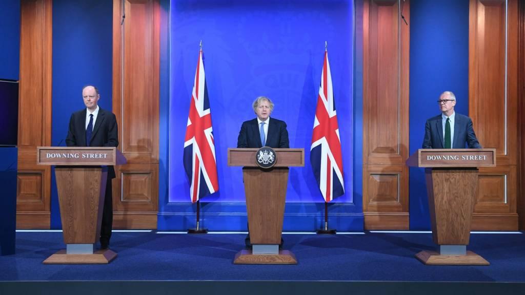 PM Boris Johnson (c) at the Downing Street press conference