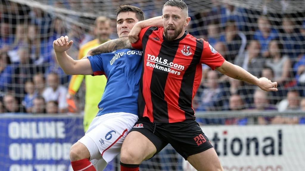 Action from Crusaders against Linfield at Seaview