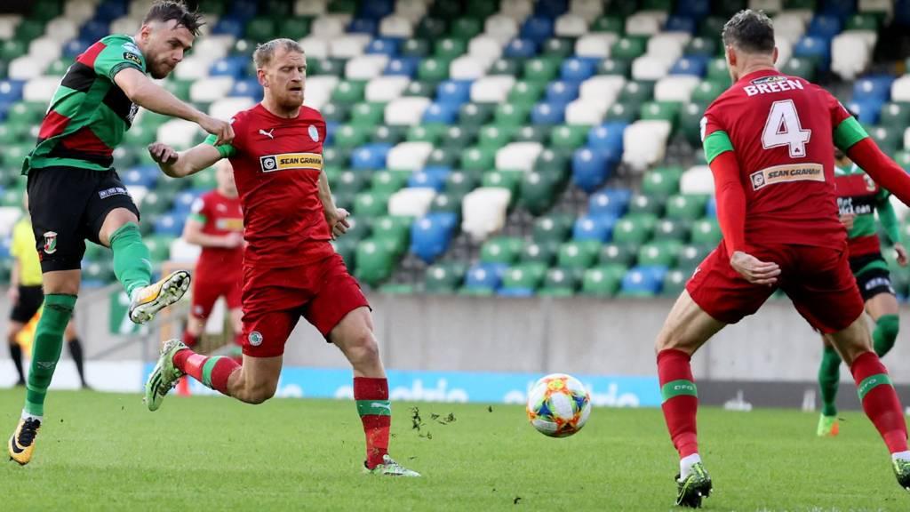 Irish Cup semi-final: Glentoran beat Cliftonville in penalty shootout -  Live - BBC Sport