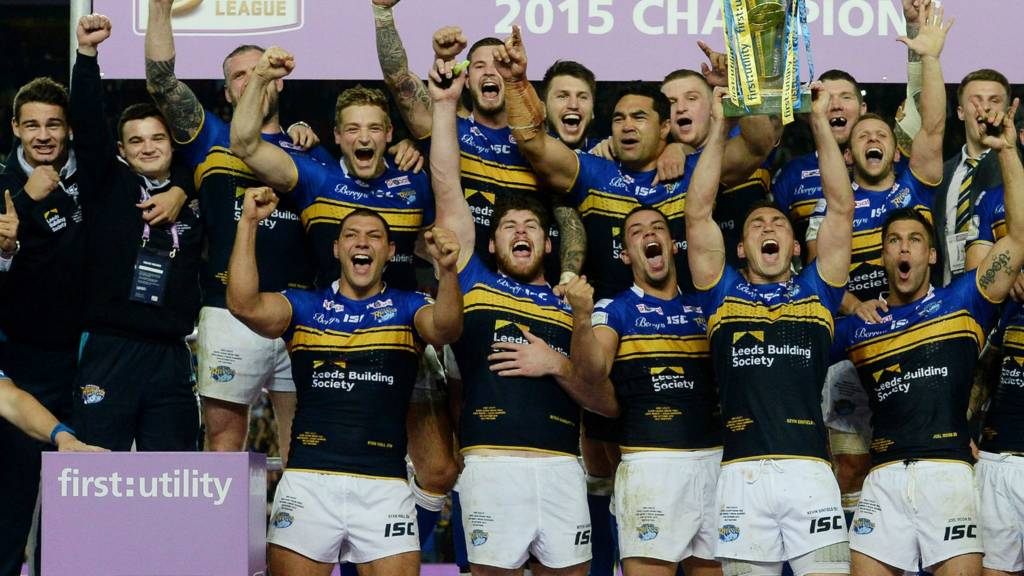 Leeds Rhinos lift the Super League trophy