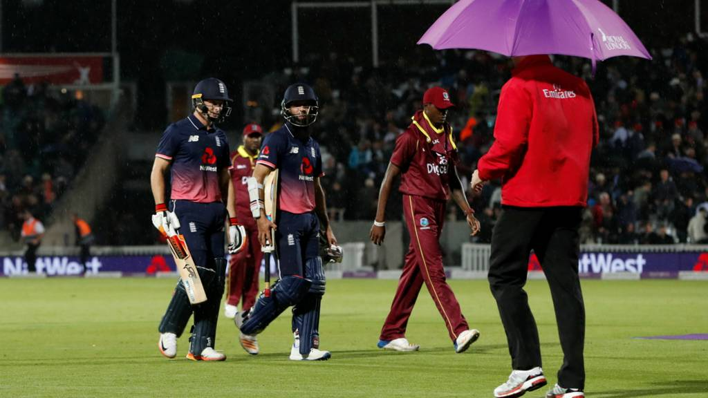 Jos Buttler and Moeen Ali leave the pitch