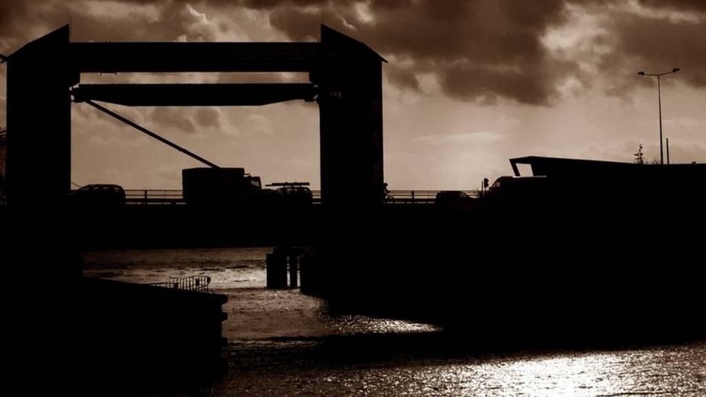 Tidal Barrier Hull