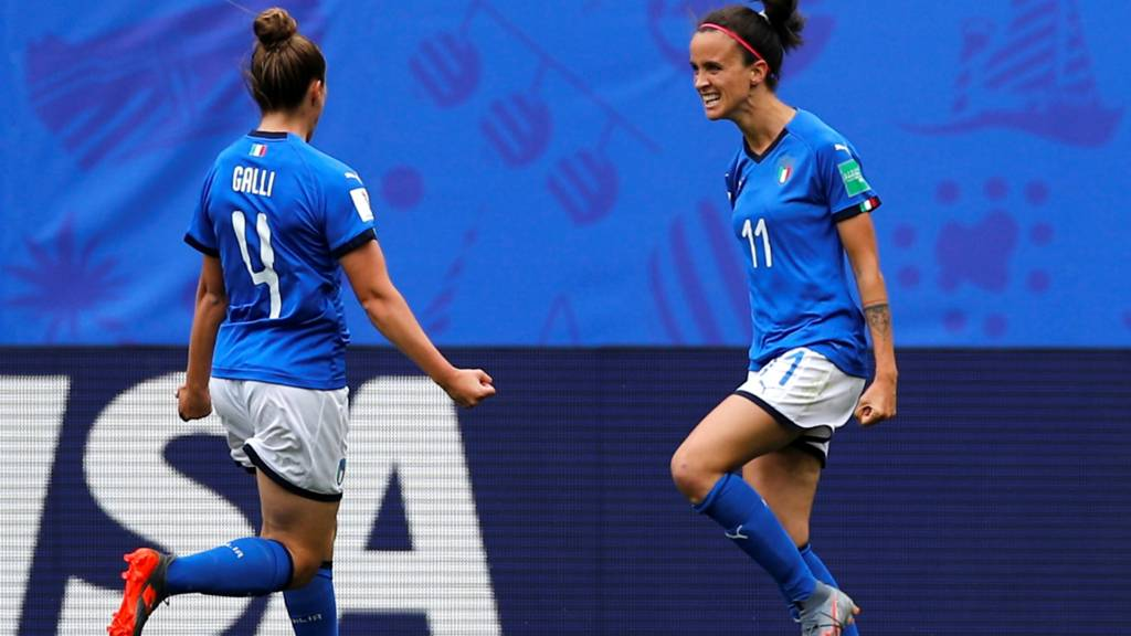 Late goals give Italy shock win over Australia