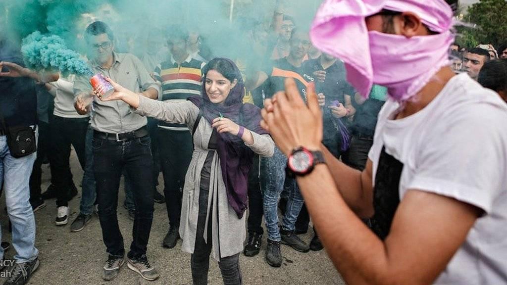 شادی هواداران روحانی