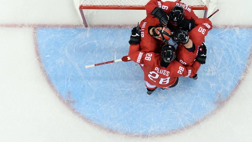 Switzerland's Ice Hockey players huddle