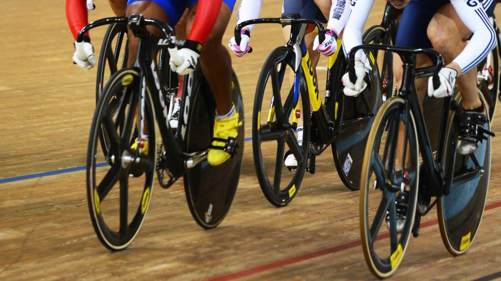 Cyclists competing