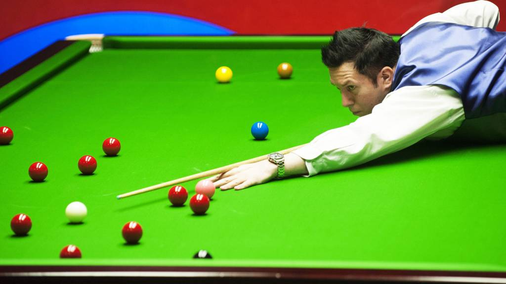 Dominic Dale in action during his match against Mark Davis