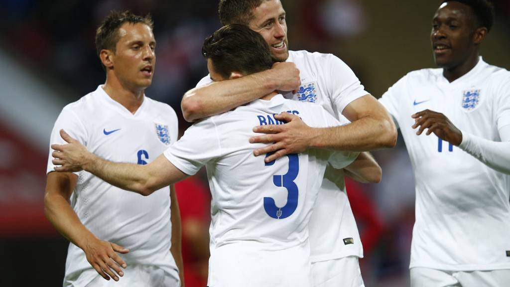 Gary Cahill celebrates his second goal with Phil Jagielka, Danny Welbeck and Leighton Baines