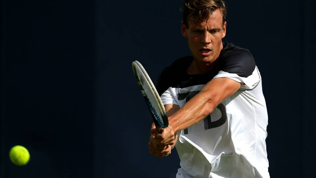 Tomas Berdych takes on James Duckworth