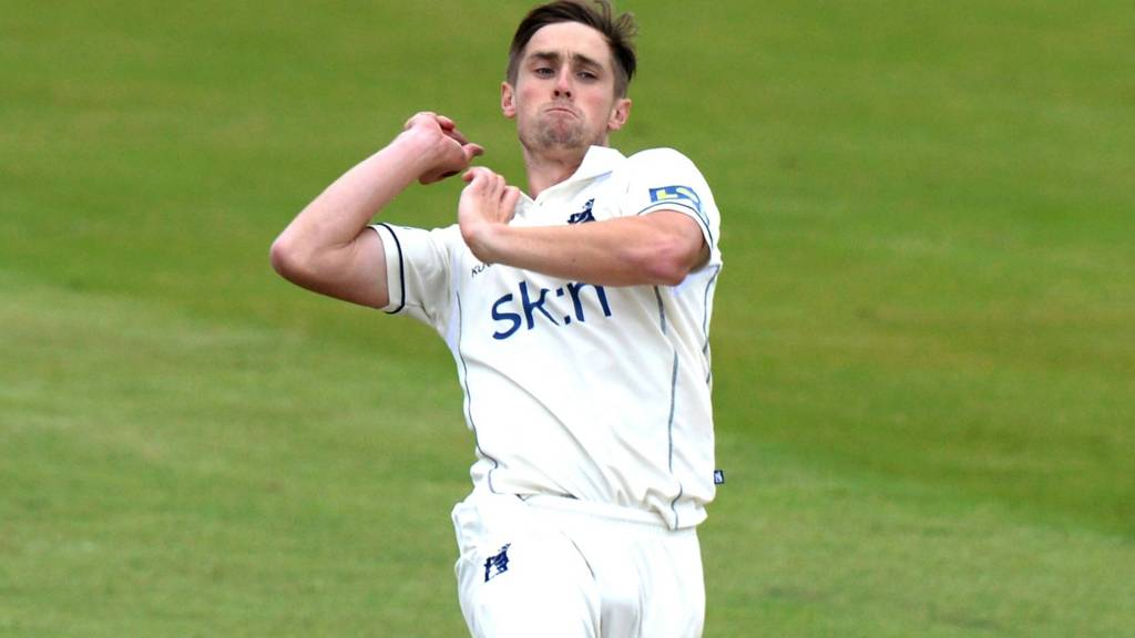Chris Woakes of Warwickshire bowling during the LV County Championship