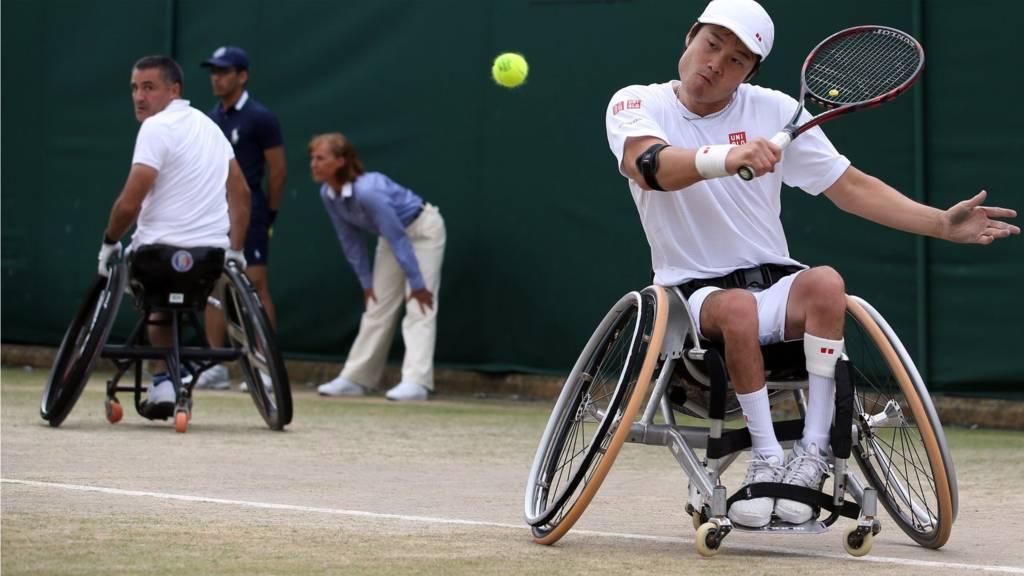 Stephane Houdet of France and Shingo Kunieda of Japan