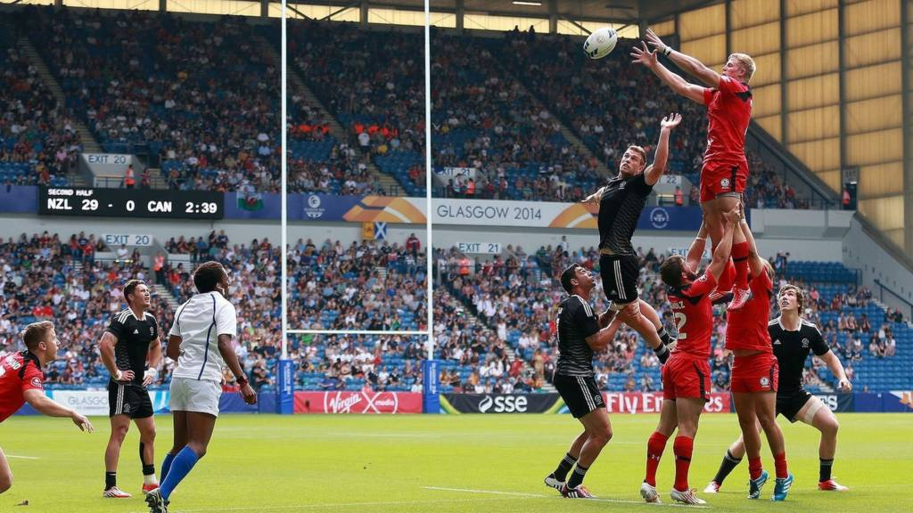 Canada's John Moonlight wins a lineout against New Zealand