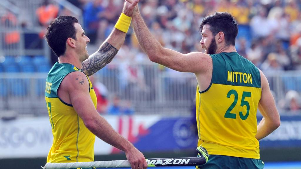 Australian hockey players celebrate a goal at Glasgow 2014