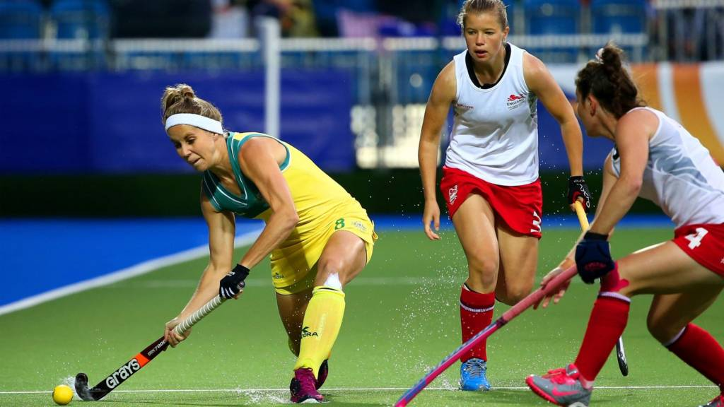 Ashleigh Nelson of Australia takes on Laura Unsworth of England