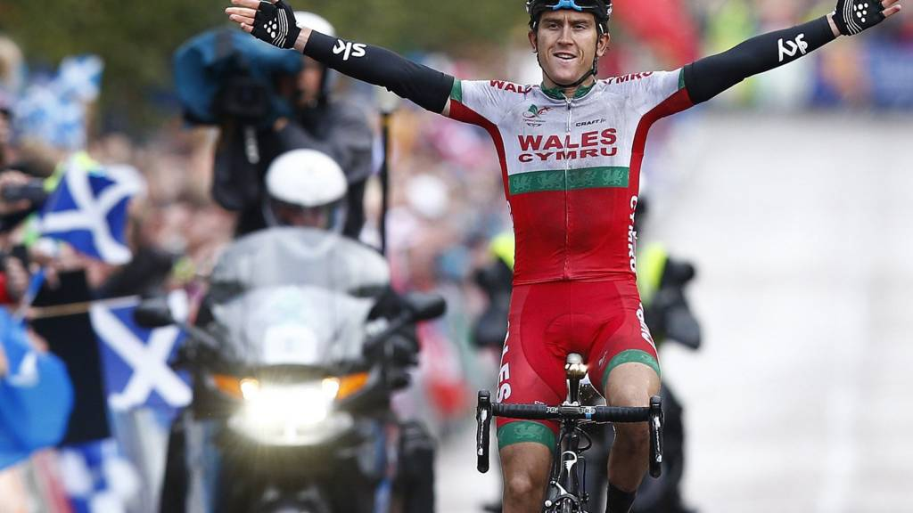 Geraint Thomas of Wales wins gold