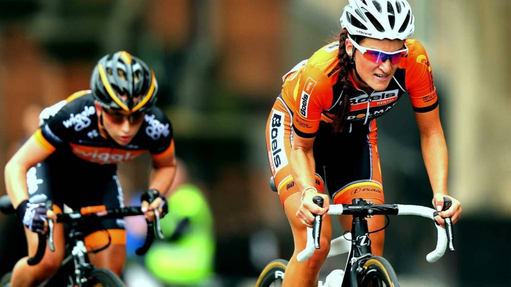Laura Trott chases down Lizzie Armitstead at last year's race at St James's Park