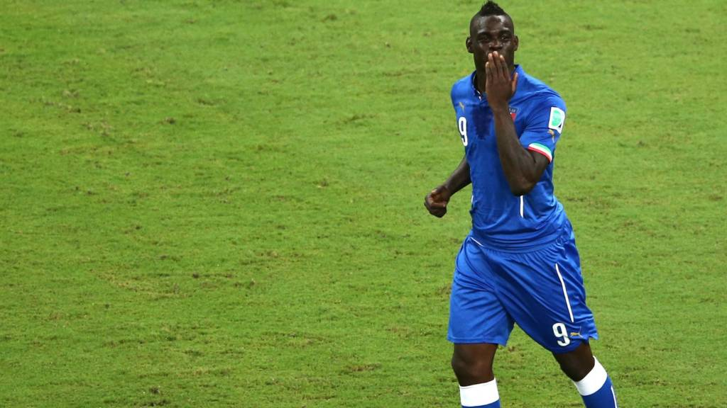 Mario Balotelli in talks with Liverpool