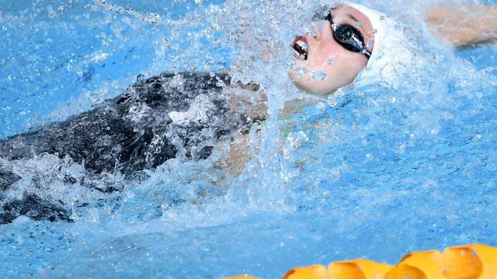 Georgia Davies competes in 50m backstroke