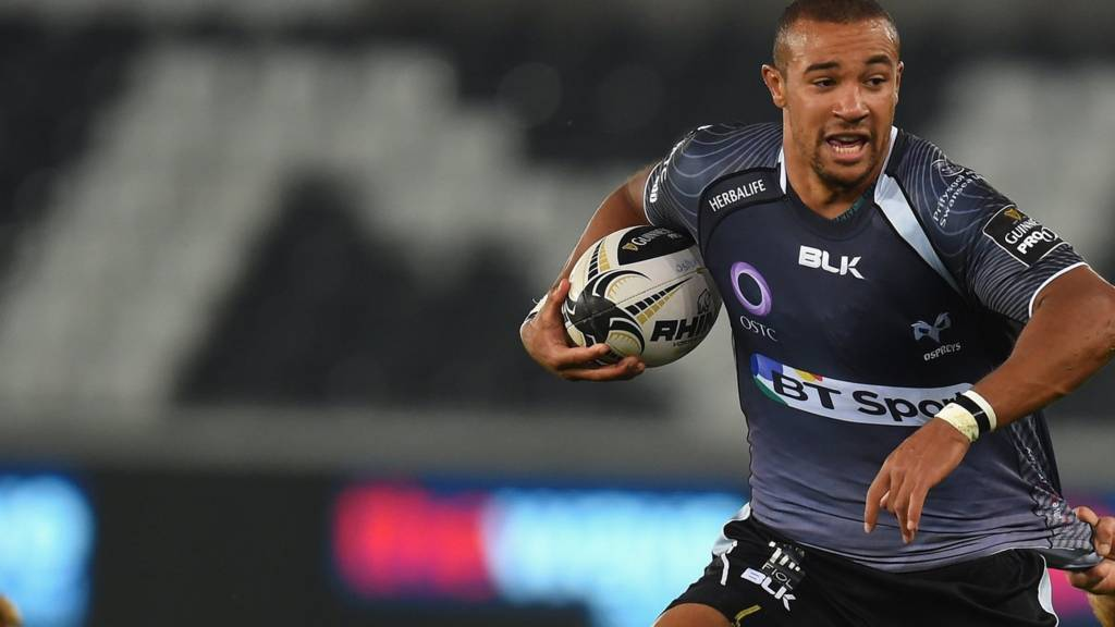 Ospreys wing Eli Walker makes a break