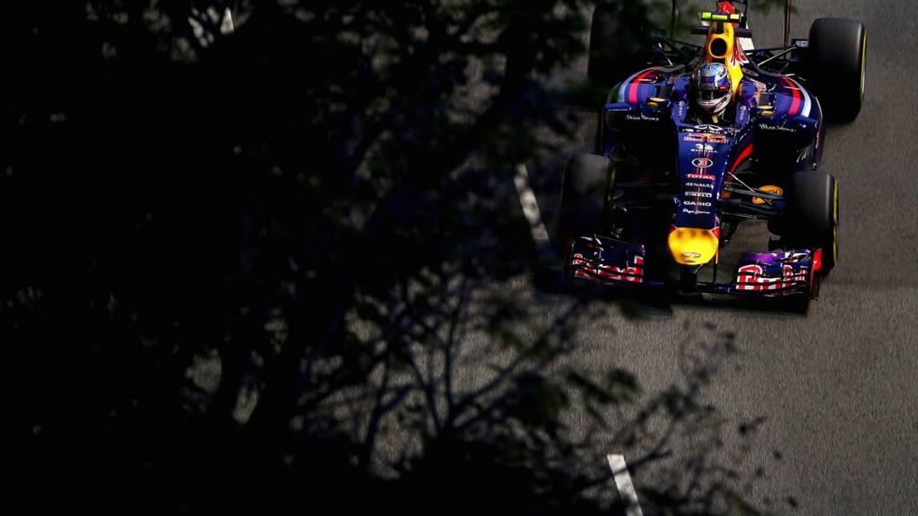 Red Bull driver Daniel Ricciardo takes on the Singapore street circuit