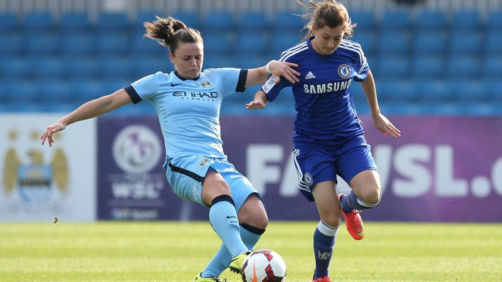 Hannah Blundell of Chelsea Ladies battles with Krystle Johnston of Manchester City Women
