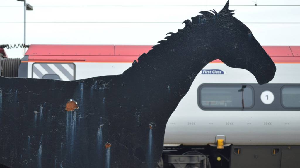 Wolverhampton: Iron Horse sculpture at rail station
