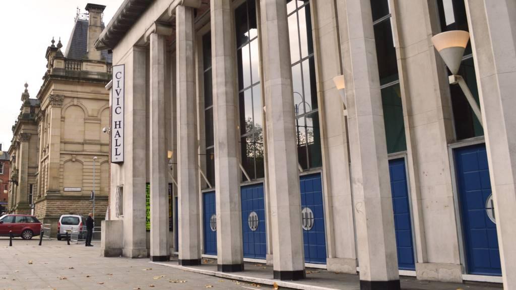 Wolverhampton Civic Hall pillars
