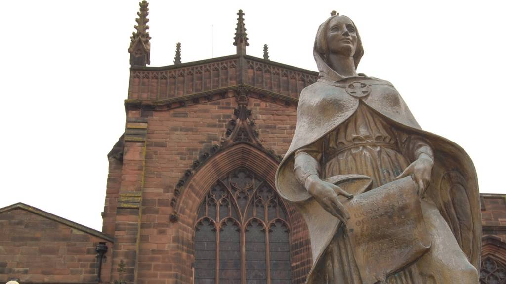 Wolverhampton: Lady Wulfrun statue in front of St Peter's Church