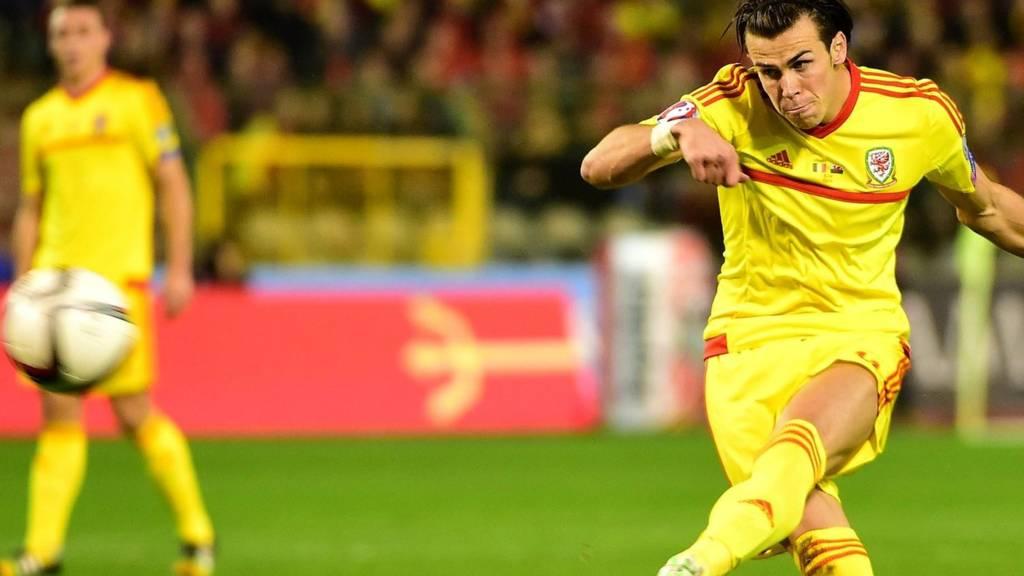 Gareth Bale takes a free-kick