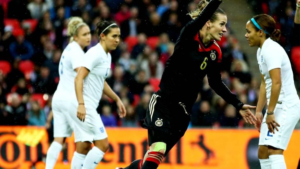 Simone Laudehr celebrates