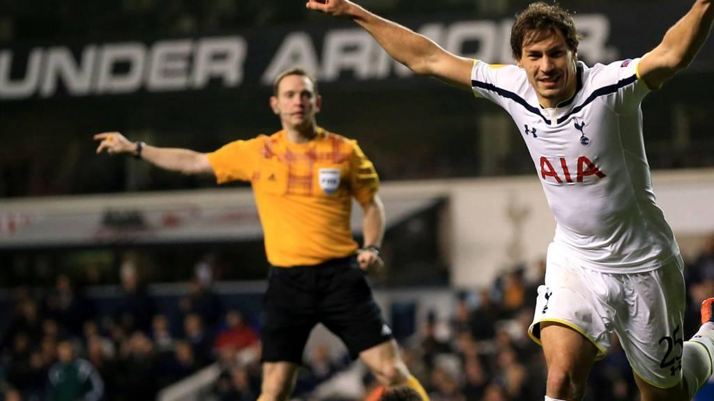 Benjamin Stambouli celebrates for Spurs