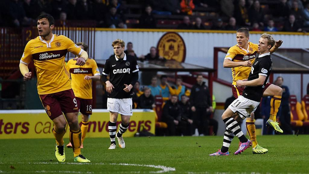 Henrik Ojamaa scores for Motherwell against Dundee United