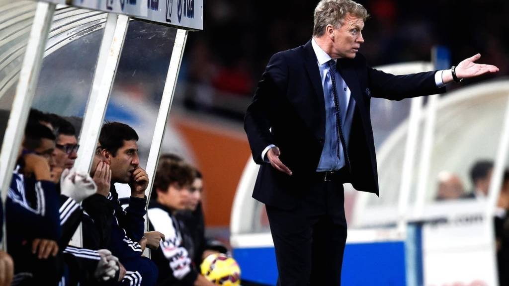 David Moyes instructs from the touchline