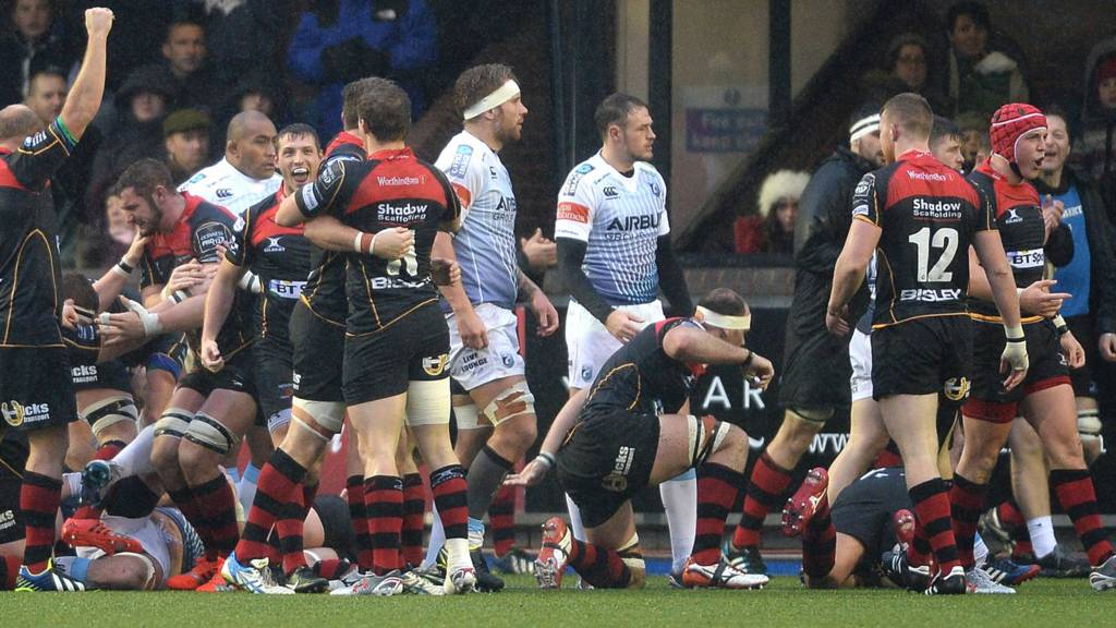 Dragons celebrate penalty try against Cardiff Blues
