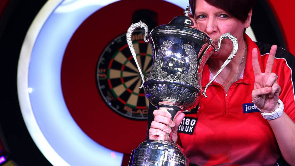 Lisa Ashton with the BDO trophy