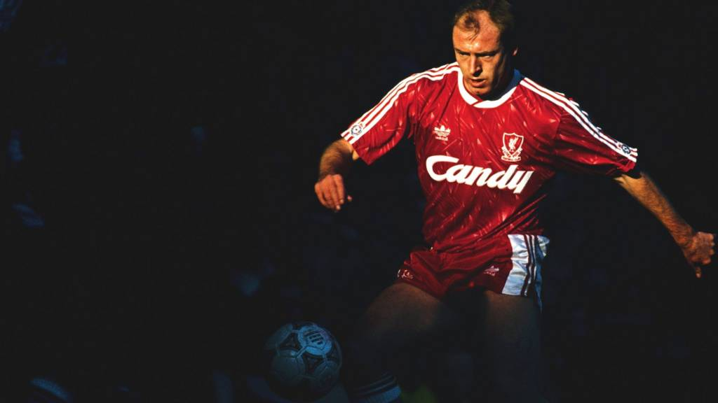 Steve McMahon playing for Liverpool